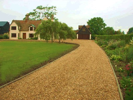 Autumn gardens driveways - Ideas for gravel driveways ...